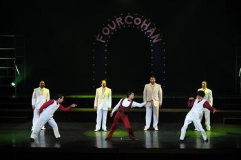 dancerssingers2.JPG