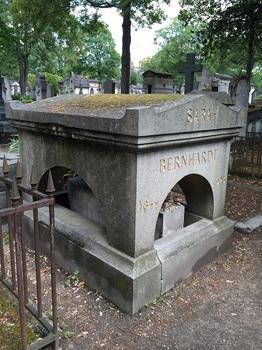 sara・grave.JPG